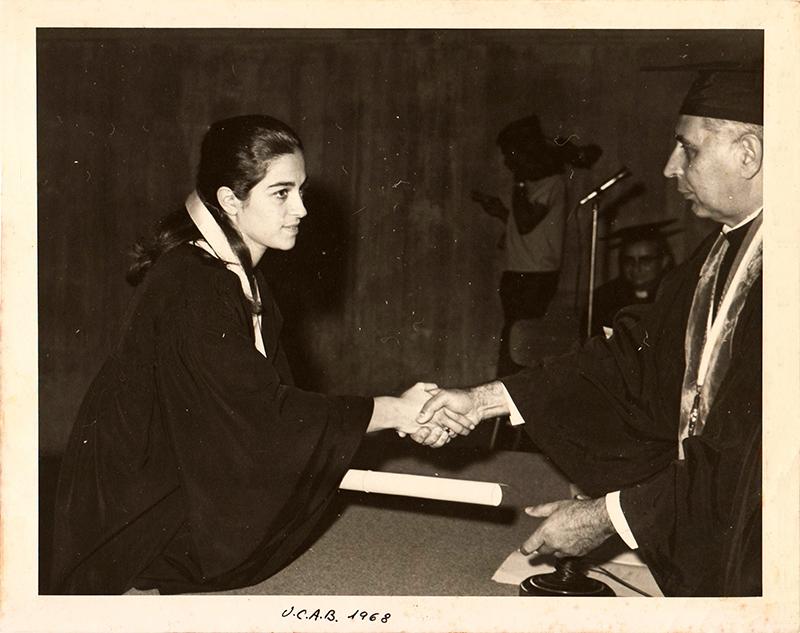 Grado de Licenciada en Psicología. Universidad Católica Andrés Bello, 1968.