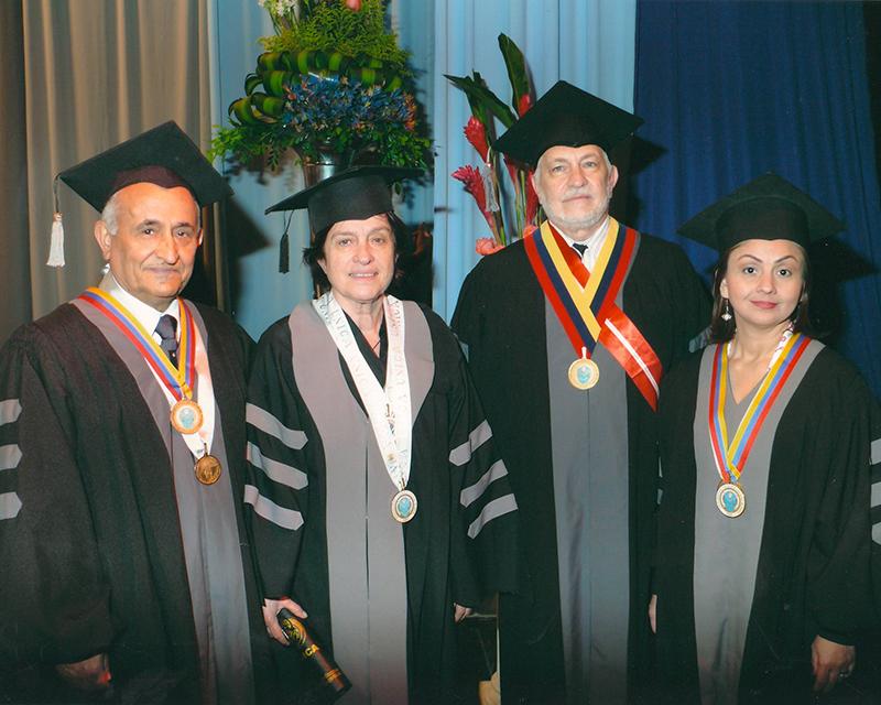 Entrega del doctorado honoris causa por la Universidad Cecilio Acosta de Maracaibo, 2010.
