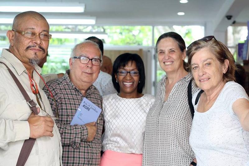 Con Santos López, Igor Barreto, Carmen Verde y Yolanda Pantin, en la presentación de un poemario de Carmen. Librería Kalathos, 2015.