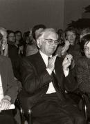 Con el profesor Carlos Rincón, presentador, y Gerda Rincón en la entrega del premio Anna Seghers en Berlín, 2001.