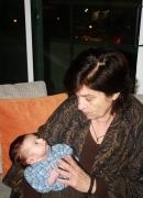 Con mi primer nieto, Julio Antonio González Carvallo, Toronto, 2008.